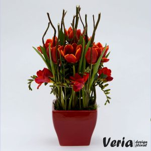 Aranjament floral Rosu Primavaratic