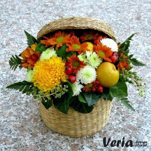 Cos cu flori de toamna