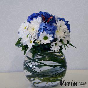 Aranjament Flori Albe si Albastre pe Bol